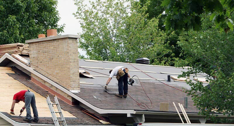 DIY Roof Repair versus Roof Repair by Professionals